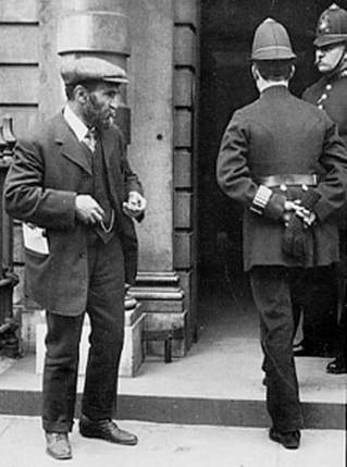 Malatesta outside Bow Street Police Court, London, 1912